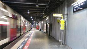 法國,巴黎,地鐵,列車,跌落,月台,巴黎人報,歐洲,攻擊,吐痰,惡意-翻攝巴黎人報