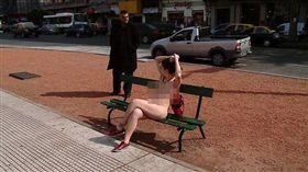 阿根廷女權團體「裸體運動」 圖/翻攝自《每日郵報》https://goo.gl/MDCJFb