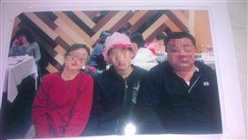 馬超深版 怒火無處消?輔大校長低頭 駭客轉公佈性侵犯與家長合照 圖/翻攝自《Anonymous Tw 》 https://www.facebook.com/Anony.Taiwan/posts/1209090642482007