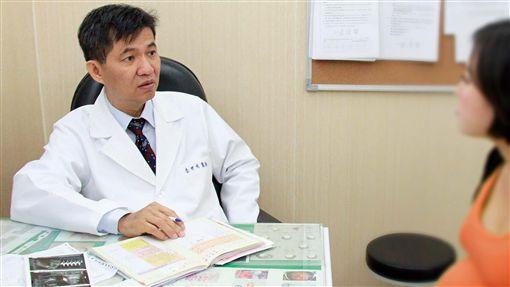 婦產科李世明醫師提醒孕婦若有身體不適要盡快就醫檢查診斷