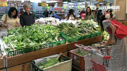 梅姬颱風重創 農損逾13億、菜價上漲65%。