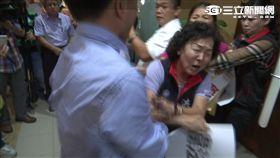 台南市議會鬥毆、國民黨議員洪玉鳳遭民進黨議員郭清華打傷