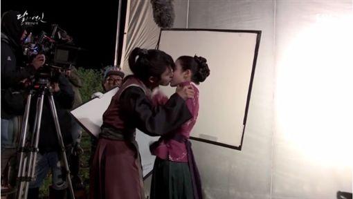 李準基,IU,強吻,生日禮物,慶生 圖/翻攝自SBS官網