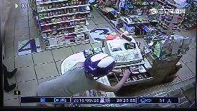 竊賊偷超商0700