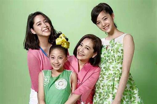 傅娟和三個女兒
