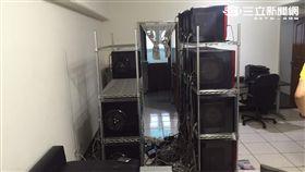 警方在台中市一棟公寓內起獲32台伺服器主機及相關設備(翻攝畫面)