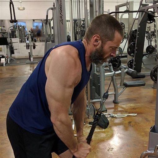 為保持「金鋼狼」角色的肌肉身材,休傑克曼長年健身。(圖/翻攝自休傑克曼 Instagram)