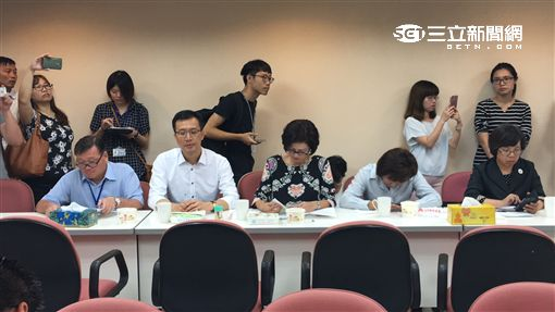 柯文哲赴市議會國民黨團報告 盧冠妃攝
