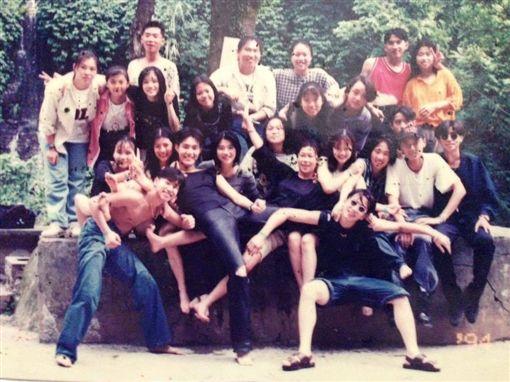 羅志祥曬22年前舊照 裸上身歐弟意外成為亮點。資料來源羅志祥臉書