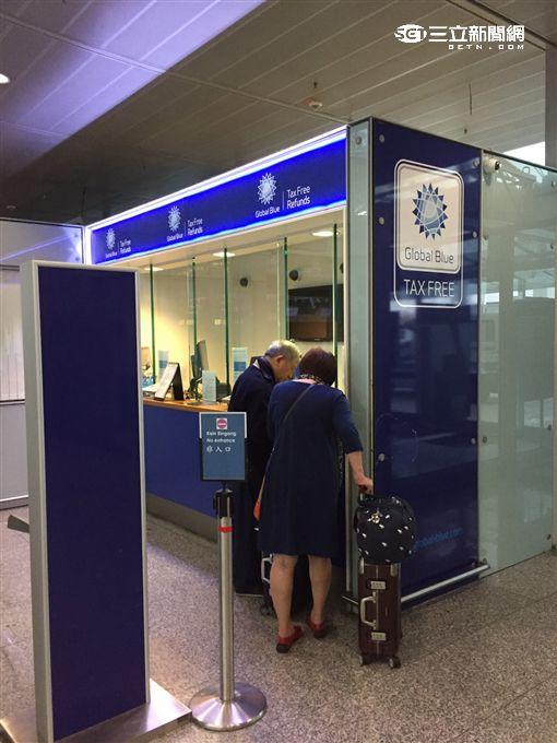 法蘭克福機場退稅手續。(圖/記者簡佑庭攝)
