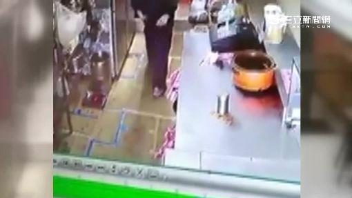 男女一同應徵牛排店 聯手掩護偷櫃檯錢