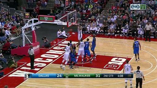 NBA,球星,灌籃,Jabari Ali Parker,賈巴里,熱身賽,籃框,籃球(NBA臉書)