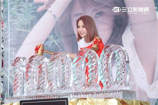 鬼鬼吳映潔舉辦個人首場迷你專輯GEMMA簽唱會,好友楊奇煜站台一同大跳甜心舞