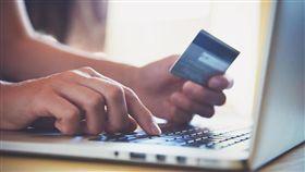 支付, 給錢, 血拼, 買東西, 購物, 付款, 手提計算機, 筆記型電腦,筆電, 商業, 線上支付(圖/shutterstock/達志影像)