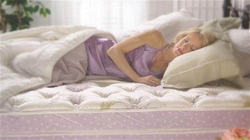 「枕」要命!枕頭藏塵蟎、恐有致命真菌(圖/金格名床)