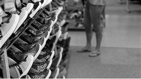 鞋子店 https://www.flickr.com/photos/beneekhof/9478497230/in/photolist-frzM13-e2udVe-d6kyV5-9HxNU1-fDbxrz-tUuLu-iHEQrV-ac22Zn-5Bcctw-g7RBnp-hZoRQ-aQtGS-9HxNVY-ADxPZ-5PRXm4-9jtfQ2-qZVU6w-9HuXbn-akm6oi-jgZLQu-e85nS6-krFvtx-g7RHEf-pHUgjC-sbZ7uJ-qLH4mg-pF9NQx-nnaHoe-rrzAiL-dWPmq6-4jPTyW-4gRVkv-ebDZrL-rUFsap-dC5GaC-e8b4g9-oHzsiA-eaqttW-rteVHh-rsZcCU-qLD9Aj-jgVFJz-ijuU31-weJtpo-eYLr1T-jgXr6a-6dJKxf-8pfxYT-qJqQY5-jgVxKP
