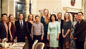 中國,俄羅斯,西伯利亞,相親,介紹,婚姻,蘇沃洛娃,情侶,配對,人民幣,影片(http://www.dailymail.co.uk/news/article-3832111/They-want-brides-white-skin-blue-eyes-Rich-Chinese-businessmen-pay-thousands-pounds-wife-tours-Siberia-shortage-women-country.html)