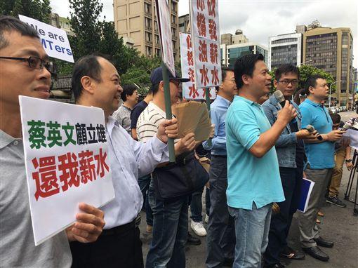 國民黨工衝黨產會 吳宜蓁攝
