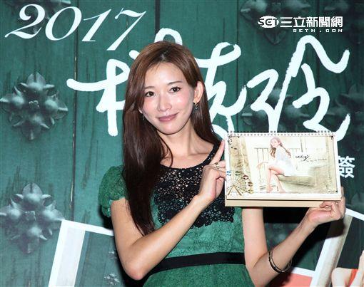 林志玲第一次零距離,全台唯一首場年曆簽名會。(記者邱榮吉/攝影)