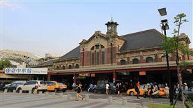 台中火車站、車站  再會了地平線  台中新站 台中鐵路高架化第1階段訂於16日通車,15日晚上8時55 分將發出最後一班自強號列車,百年歷史的台中火車站 將走入歷史,16日搬遷到台中新站。 (市府提供) 中央社記者郝雪卿傳真  105年10月14日