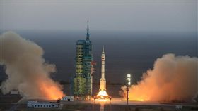 神舟十一號發射:中國史上最長載人宇宙飛行、太空人吃很好(圖/翻攝新華網)