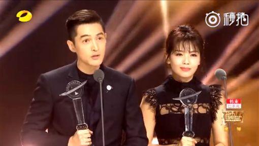 胡歌,劉濤,金鷹節(圖/翻攝秒拍) http://www.weibo.com/p/230444a06c60f6817364d47185a964e6a1fb42