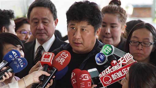 胡瓜出席黃義雄追思會(圖/中央社)