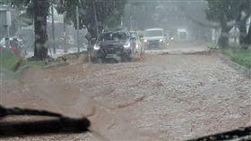 海馬颱風外圍環流,綠色隧道淹水(圖取自台東臉書災害通報)