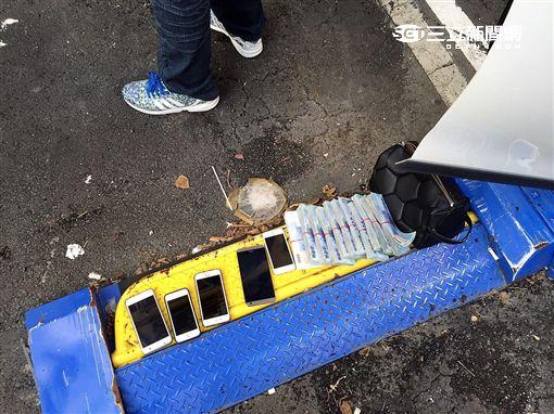「三重余文樂」黃嫌及旗下車手遭警逮捕並搜出118萬現金及大量銀聯卡(翻攝畫面)