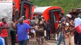 非洲國家喀麥隆發生嚴重火車脫軌翻覆意外,目前至少造成55人死亡、575人受傷。