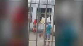 巴西,監獄,人頭,足球,幫派,械鬥,毒品,暴動(http://www.mirror.co.uk/news/world-news/bloodthirsty-inmates-behead-fellow-prisoner-9091283)