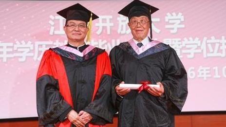 大陸江蘇最高齡大學畢業生張煥國(圖/翻攝自揚子晚報)