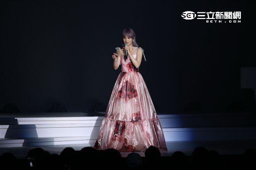 """楊丞琳""""今晚 沒有觀眾""""新歌演唱會台北開唱,感性謝歌迷長久鼓勵支持"""