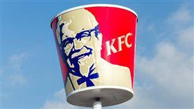 炸雞,炸雞桶,肯德基,廣告,廣告不實,Anna Wurtzburger,禮券,賠償金,客訴(http://nypost.com/2016/10/22/wheres-the-chicken-woman-sues-kfc-for-20m-over-false-advertising/)