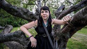 冰島黨魁碧兒姬妲.喬斯多蒂爾。(圖/翻攝自華盛頓郵報)-https://www.washingtonpost.com/world/europe/iceland-a-land-of-vikings-braces-for-a-pirate-party-takeover/2016/10/23/f1bfe992-9540-11e6-9cae-2a3574e296a6_story.html