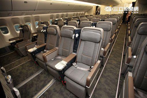 華航波音777-300ER客機。(圖/記者簡佑庭攝)