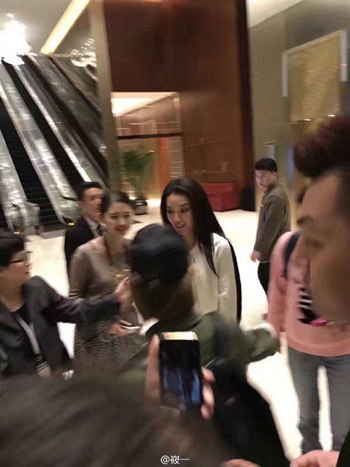 舒淇出席上海活動3 圖/翻攝自峳一微博 http://ww2.sinaimg.cn/mw690/915c6dd7gw1f974wiftsij20qo0zkq7f.jpg