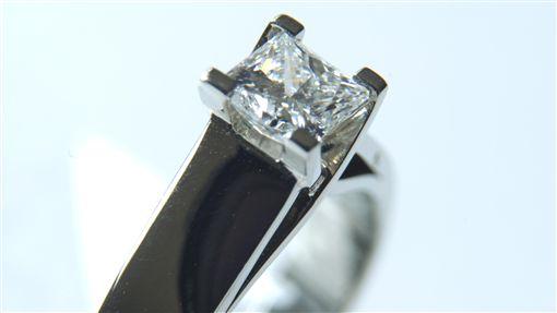 鑽石https://www.flickr.com/search/?text=Diamond&license=4%2C5%2C6%2C9%2C10