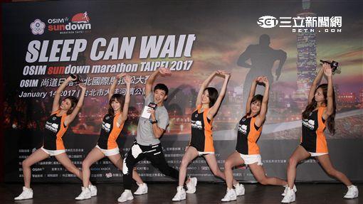 國際馬拉松傳愛,台灣人氣少女天團 Popu Lady 感恩陪跑,號召全民揮灑青春汗水。(記者邱榮吉/攝影)