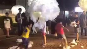 雲朵裝置藝術被破壞/臉書