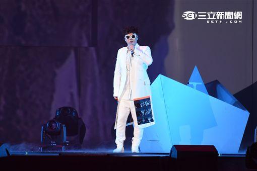 蕭煌奇2016神秘世界巡迴演唱會台北小巨蛋隆重開唱,創紀錄成為亞洲首位登蛋盲人歌手