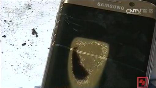 三星,S6,爆炸 圖/翻攝自央視http://tv.cctv.com/2016/10/31/VIDE31Gvz52OZGceqcAbYazq161031.shtml