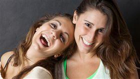假笑或真的開心笑都能讓運動變有趣。(圖/Flickr CC授權/作者Joshua Kehn)
