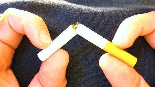 在台灣90%口腔癌患者有抽菸、喝酒、嚼檳榔的習慣。 (圖/Flickr CC授權,原作者Qfamily,網址http://bit.ly/1MTcXHg)