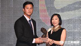 中華職棒27年頒獎典禮,高國輝 圖/記者林敬旻攝