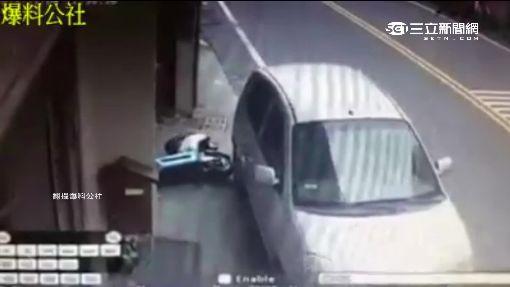 汽車停擋家門口!一小時後...倒車撞機車離去