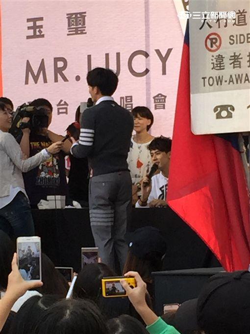 20161105李玉璽簽唱會獻唱 兄弟驚喜現身站台