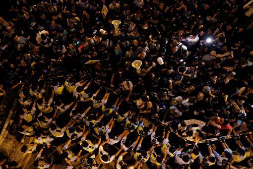 香港「反釋法」遊行爆發警民衝突(圖/路透社/達志影像)