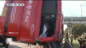 韓巴士撞翻1200