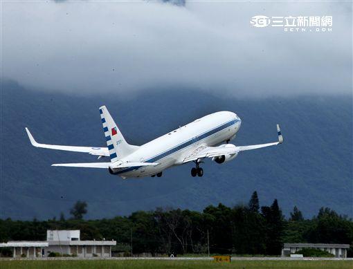 中華民國總統行政專機(空軍一號)。(記者邱榮吉/攝影)
